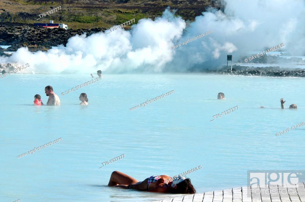 Imagen: The magical Blue Lagoon hot spring in Reykjanes, Iceland.