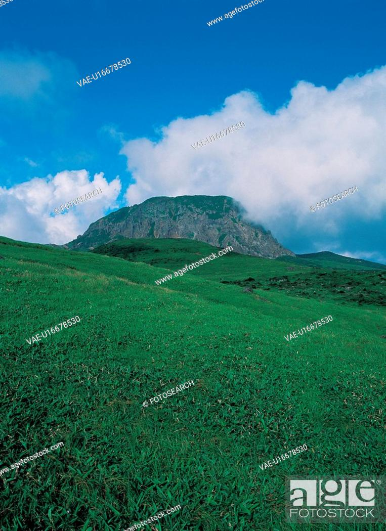 Stock Photo: field, sky, mountain, hill, cloud, scenery, background.