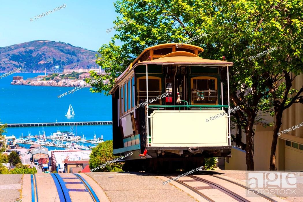 Stock Photo: San francisco Hyde Street Cable Car Tram of the Powell-Hyde in California USA.