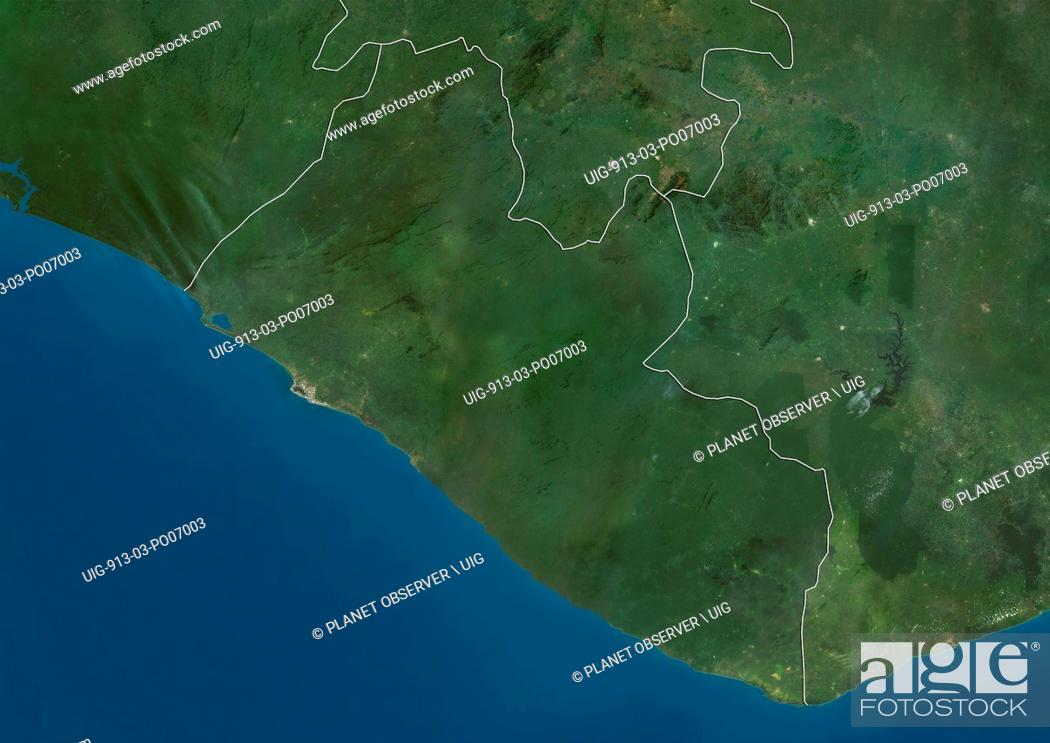Imagen: Satellite view of Liberia (with country boundaries). This image was compiled from data acquired by Landsat satellites.