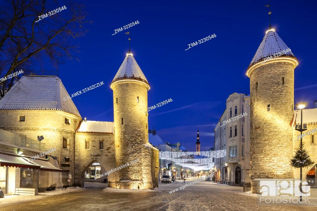 Stock Photo: Winter dawn at the city gates in Tallinn old town, Estonia.