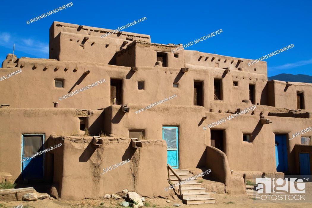 Imagen: Taos Pueblo, UNESCO World Heritage Site, Pueblo Dates to 1000 AD, New Mexico, USA.