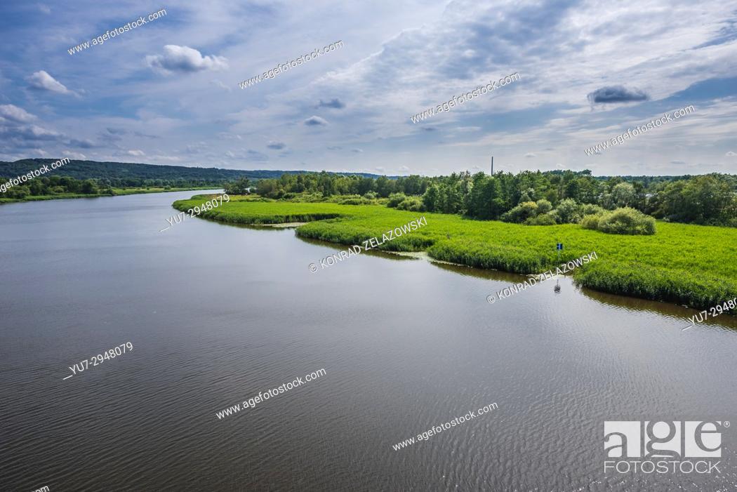 Imagen: View on Brynecki Ostrow island and Regalica - east arm of Oder river, Szczecin in Poland.