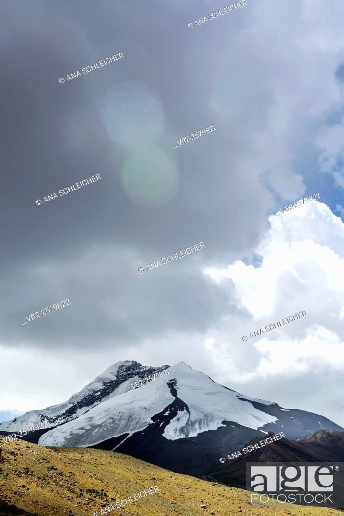 Stock Photo: Snowy peak. Trekking in Markha valley (Laddakh, India).