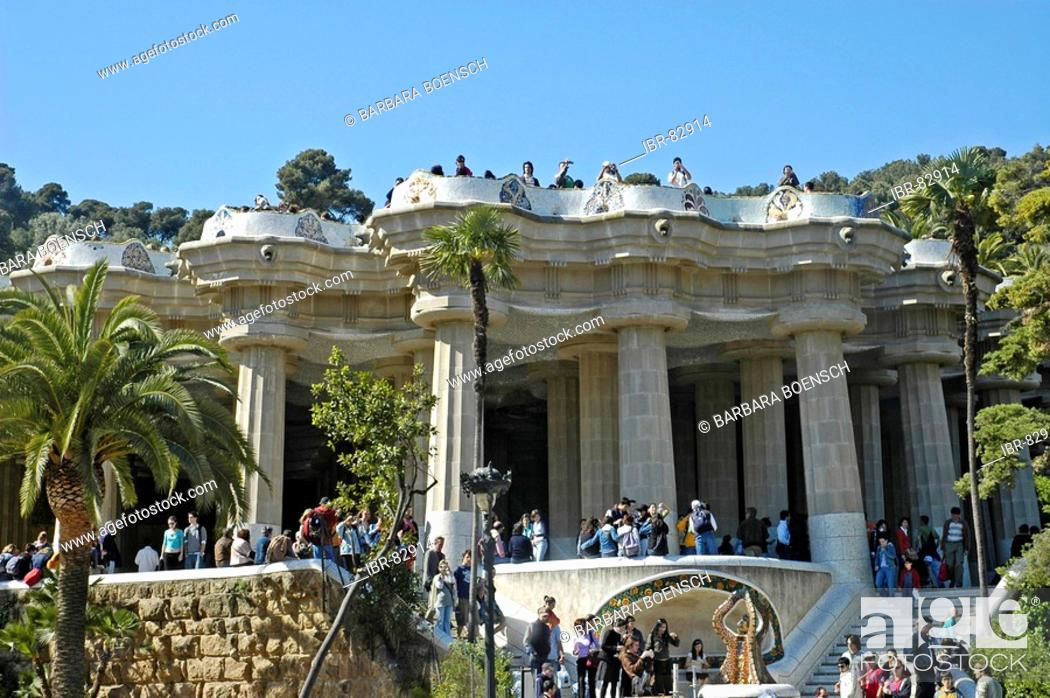 Photo de stock: Tourists in the park Gueell, Architect Antoni Gaudi, Barcelona, Catalonia, Spain.
