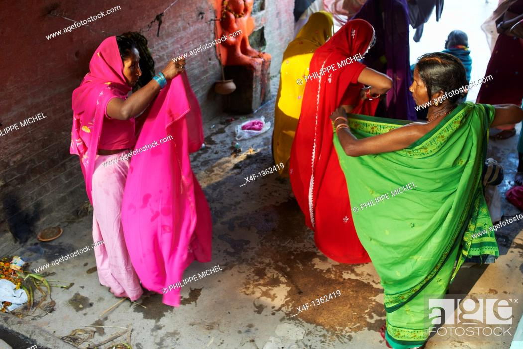 Stock Photo: India, West Bengal, Kolkata, Calcutta, Ghat near Hooghly bridge, People bathing in Hooghly River.