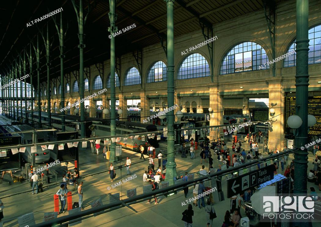 Stock Photo: Paris, interior of train station.