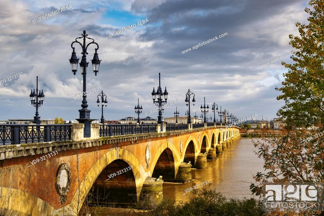 Stock Photo: Pont de Pierre. Stone Bridge & Garonne River. Bordeaux, Gironde. Aquitaine region. France Europe.