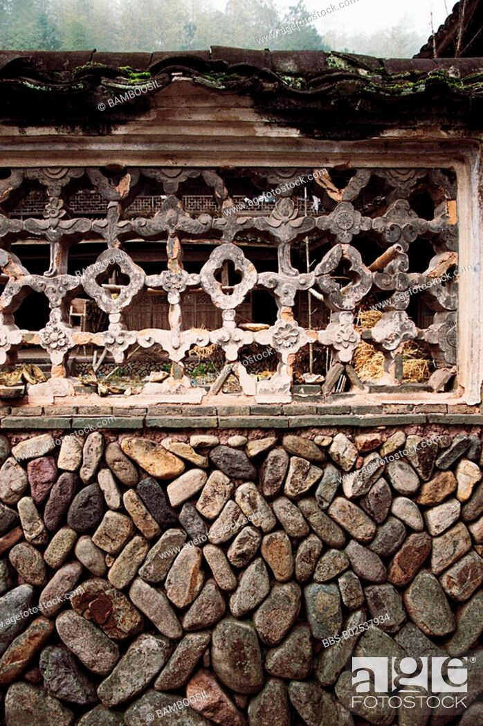 Imagen: View of a window with latticework on a stonewall, Paper-cut for Decoration of Window in Stone Wall of Ancient House, Taishun County, Zhejiang Province.