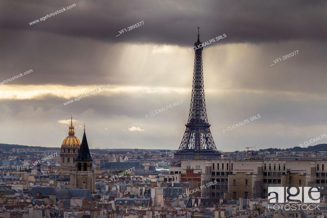 Stock Photo: View of Tour Eiffel and Hôtel national des Invalides in Paris city. Paris, Île-de-France, France, Europe.