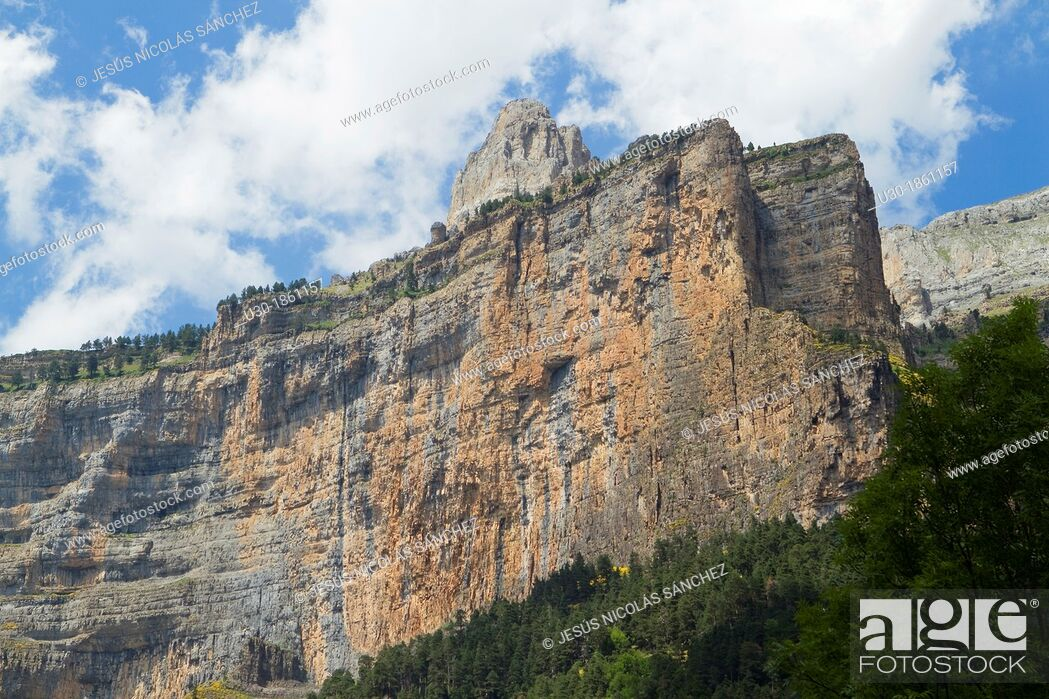 Stock Photo: El Gallinero spur in Ordesa Valley, declarated World Heritage by UNESCO, and belonging to Ordesa y Monte Perdido National Park  Pyrenees  Torla  Huesca province.