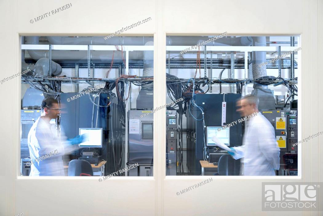 Photo de stock: Scientists in lithium ion battery test facility in battery research facility.