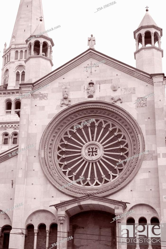 Imagen: Facade of Cathedral Church, Modena, Italy in Black and White Sepia Tone.