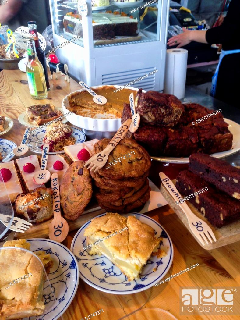 Imagen: Copenhagen, Denmark, Danish Bakery Shop, Pastries on Display, Food Market, Torufhallerne.