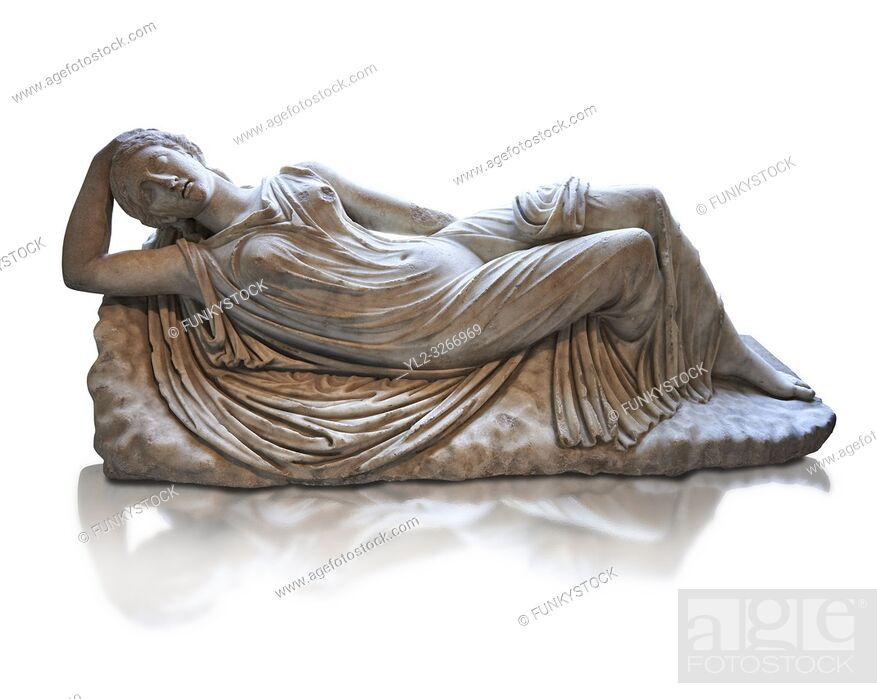 Photo de stock: Ariadne sleeping a 2nd century AD Marble Roman statue from Italy. The girl is lying asleep on a rock and is a variation of the famous Sleeping Ariadne of the.