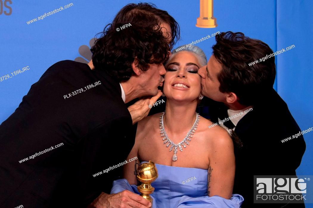"Imagen: After winning the category of BEST ORIGINAL SONG – MOTION PICTURE for """"Shallow"""" from ""A Star Is Born"", Anthony Rossomando, Andrew Wyatt, Lady Gaga."