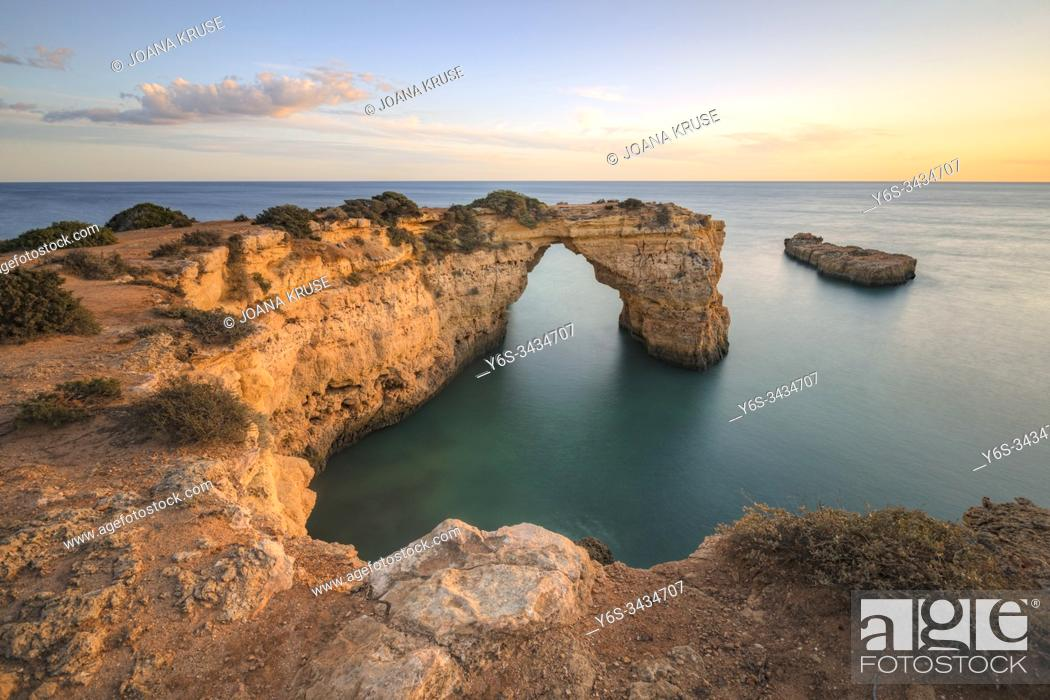 Stock Photo: Arco de Albandeira, Lagoa, Algarve, Portugal, Europe.
