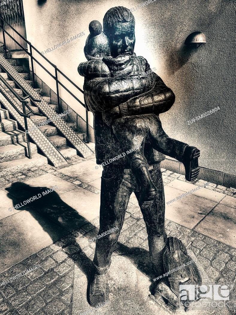 Stock Photo: Bronze sculpture Helgpappa - Weekend Dad by Jonas Hogstrom, Upplands Vasby, Stockholm, Sweden, Scandinavia.