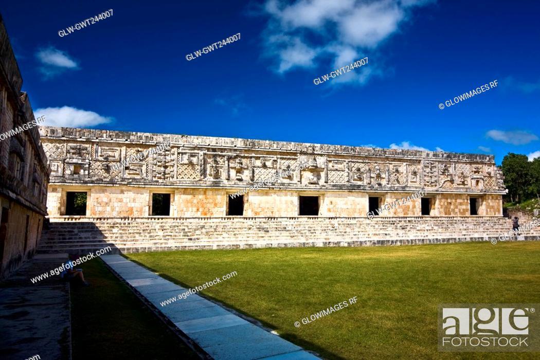 Stock Photo: Courtyard of an old ruin building, Cuadrangulo De los Pajaros, Uxmal, Yucatan, Mexico.