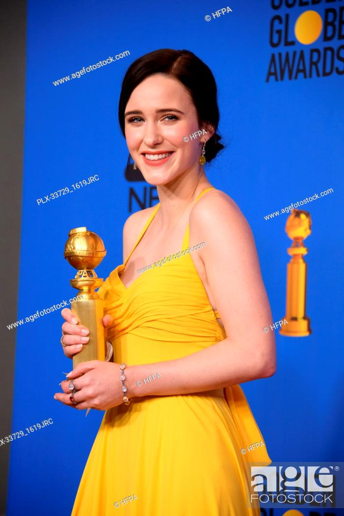 """Imagen: After winning the category of BEST PERFORMANCE BY AN ACTRESS IN A TELEVISION SERIES – MUSICAL OR COMEDY for her role in """"""""The Marvelous Mrs."""