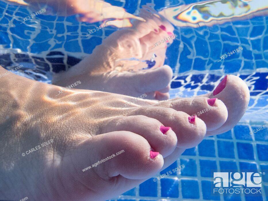Stock Photo: Feet in swimming pool.