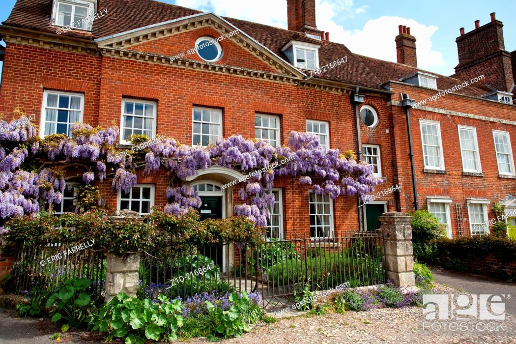 Imagen: Mompesson House at Chorister's Green in Salisbury Wiltshire England UK.