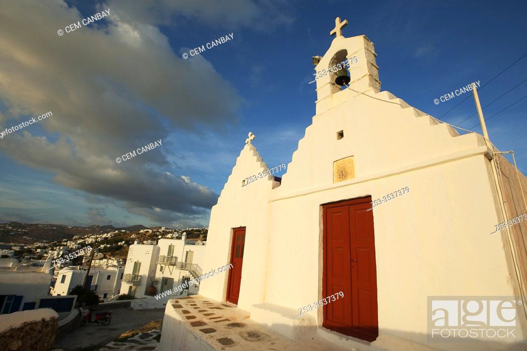 Imagen: Chapel in town center at the afternoon light, Mykonos, Cyclades Islands, Greek Islands, Greece, Europe.