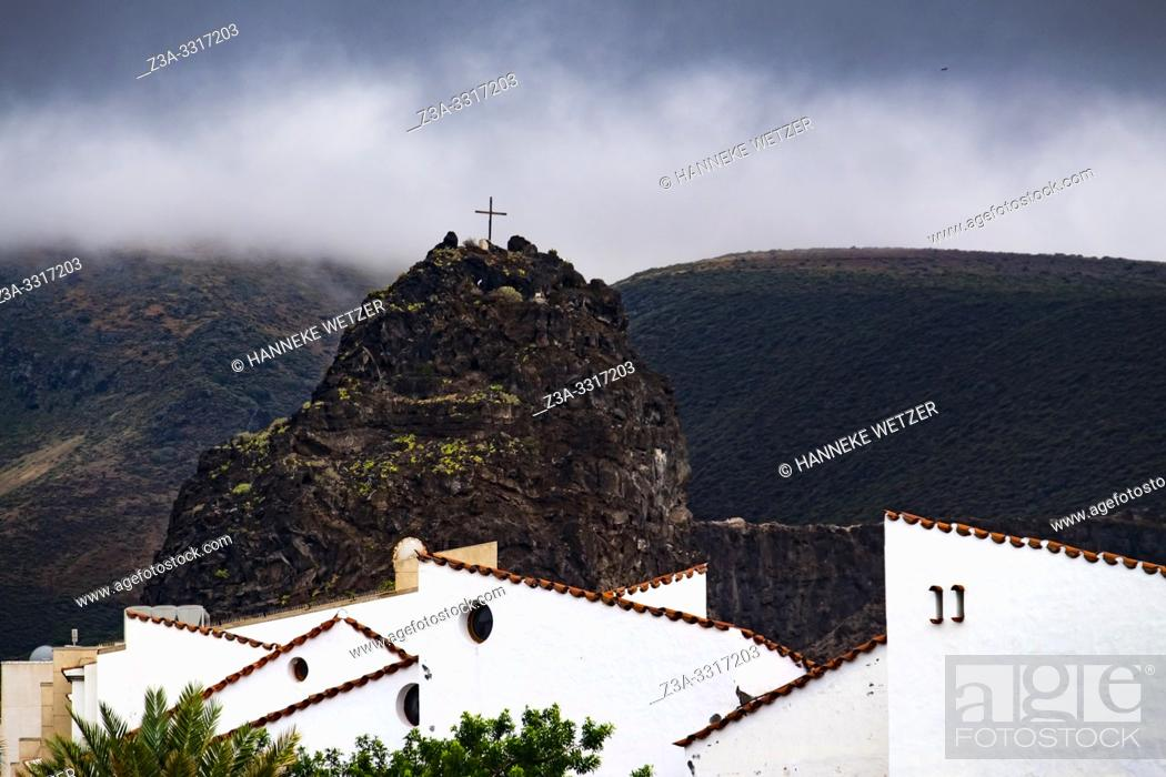 Stock Photo: Village of Agaeta in front of mountain Dedo de Dios, Gran Canaria.
