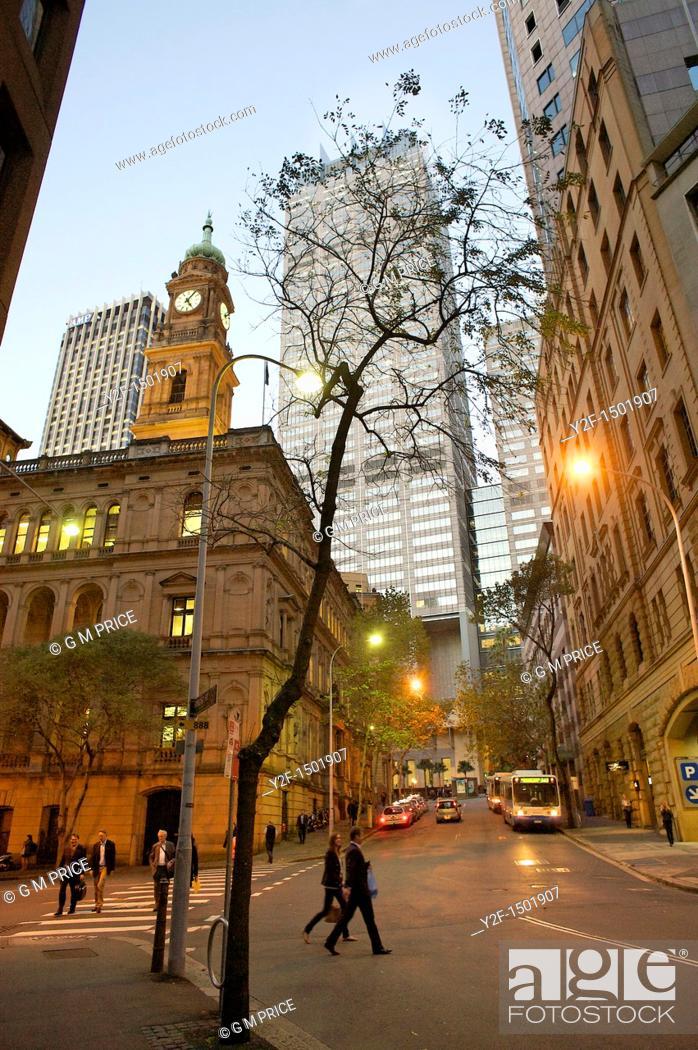 Imagen: Spring Street at dusk, Sydney, Australia.