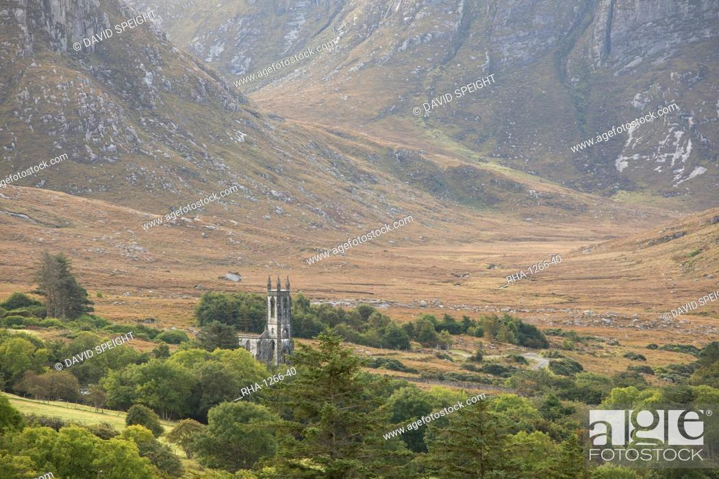 Stock Photo: Old ruined church and the Poison Glen at the foot of Mount Errigal in the Derryveigh mountains, Dunlewey, County Donegal, Ulster, Republic of Ireland, Europe.