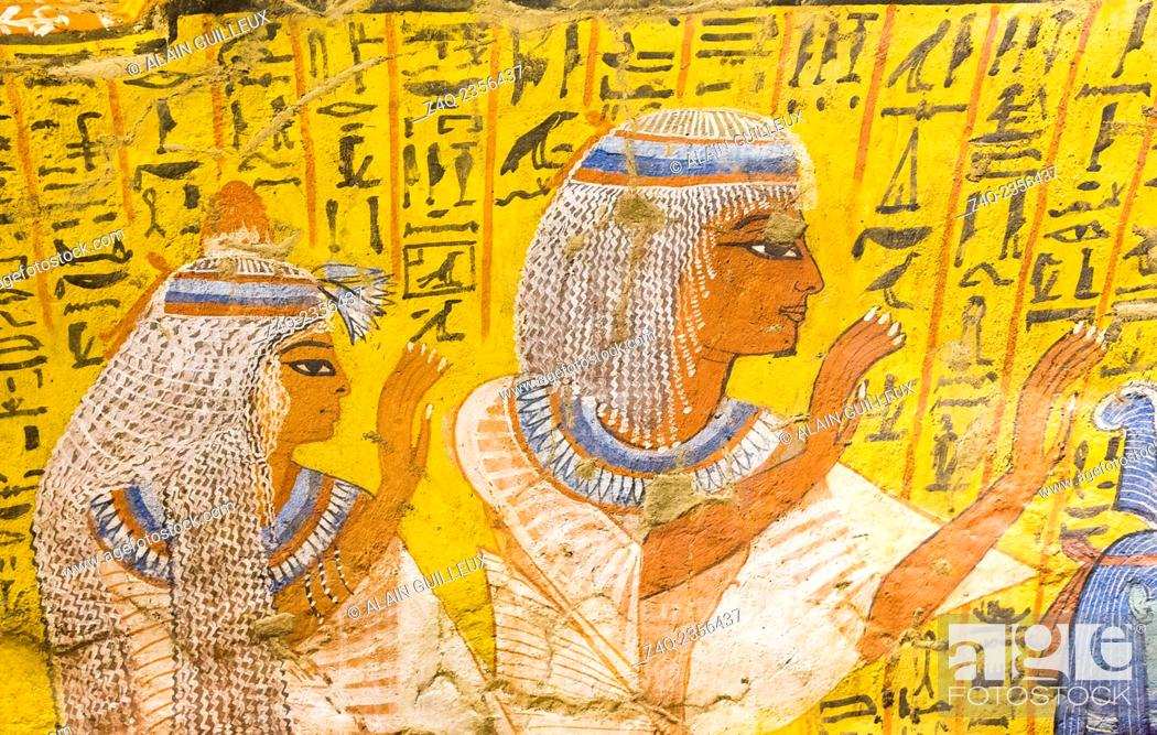 Imagen: UNESCO World Heritage, Thebes in Egypt, Deir el Medineh, tomb of Irynefer, a couple praying. They wear remarkable white wigs.