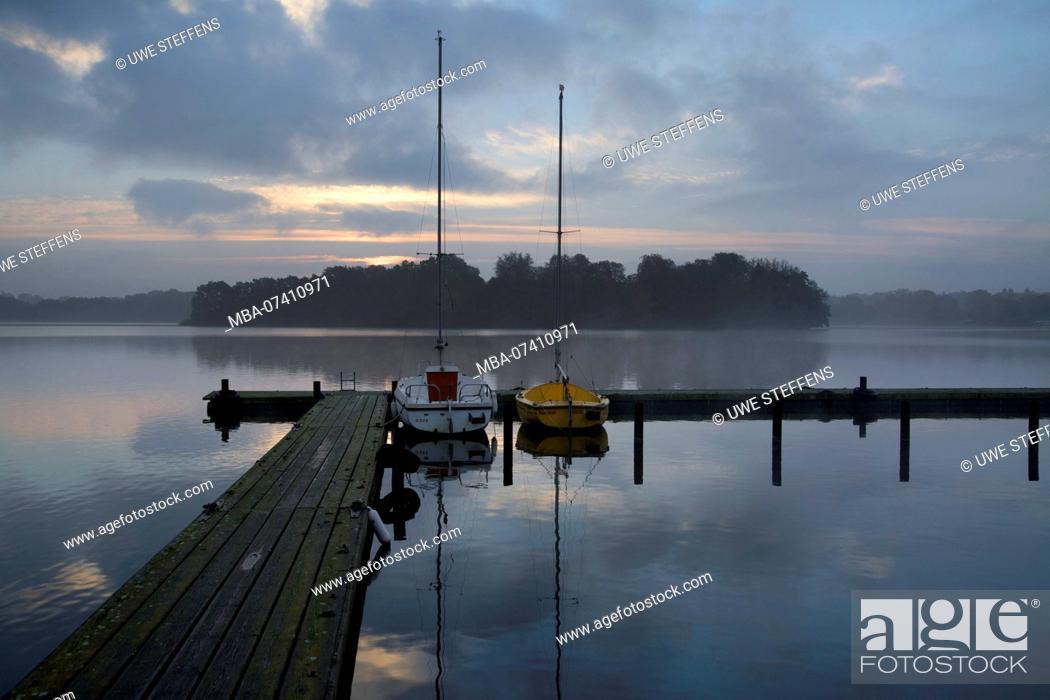 Stock Photo: Sunrise over the pheasant island in the Great Eutin lake.