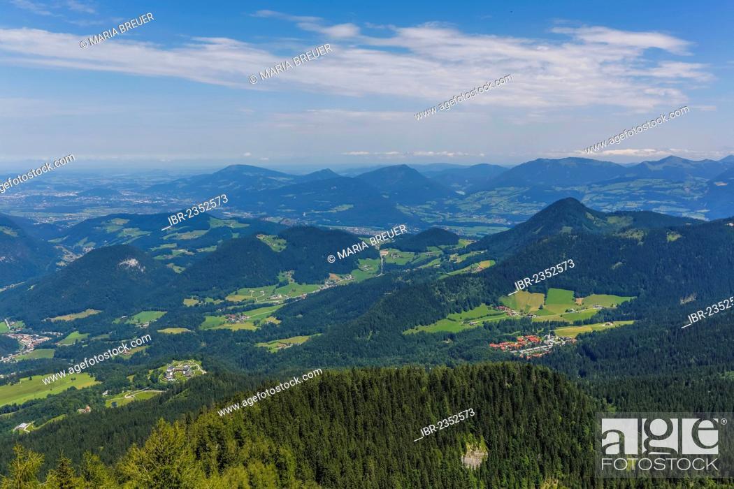 Photo de stock: View from Kehlsteinhaus or Eagle's Nest towards the Alps, middle rear, Geisberg Mountain, 1288 m, Gurlspitze Mountain, 1158 m, Schwarzenberg Mountain, 1334 m.