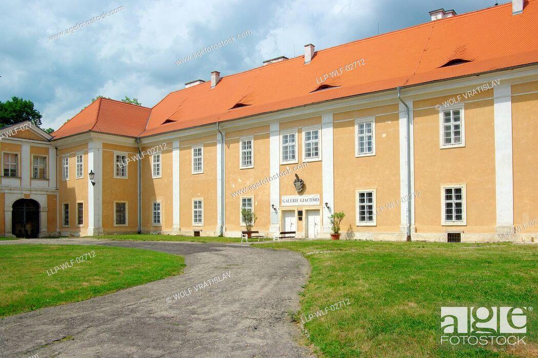 Stock Photo: Courtyard of Duchcov Chateau, Usti nad Labem Region, Czech Republic.