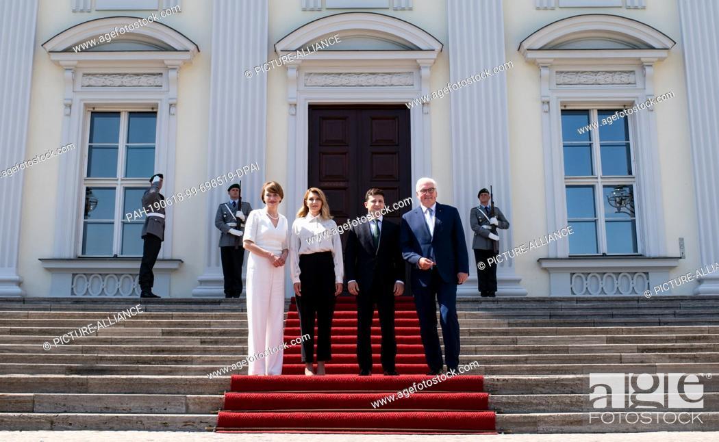 Imagen: 18 June 2019, Berlin: Federal President Frank-Walter Steinmeier (r) and his wife Elke Büdenbender (l) receive Volodymyr Selensky (2nd from right).