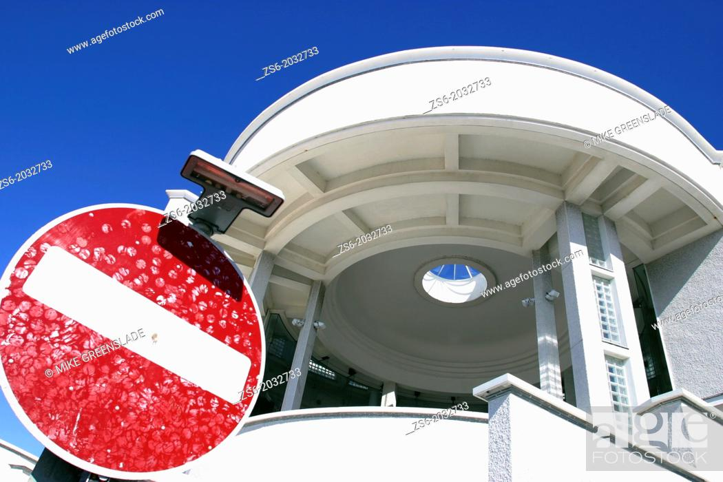 Imagen: Stop sign covered with kisses, Tate Gallery, St Ives, Cornwall, UK.
