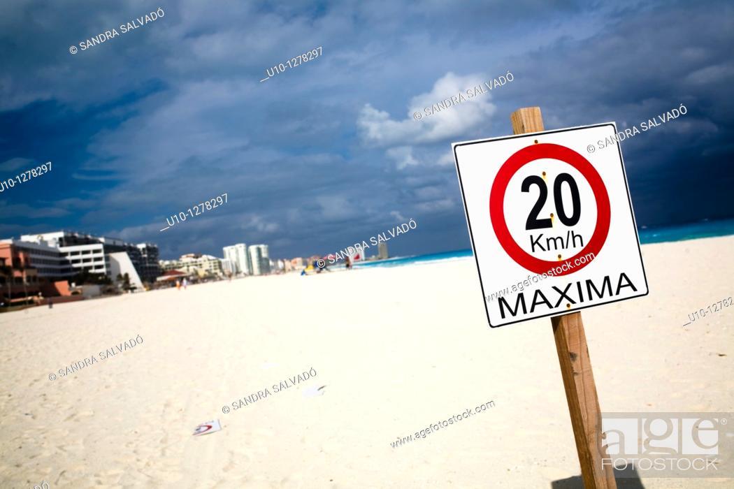Stock Photo: Cancun beach, Hotel Zone, Caribbean, Yucatan Peninsula, Mexico.