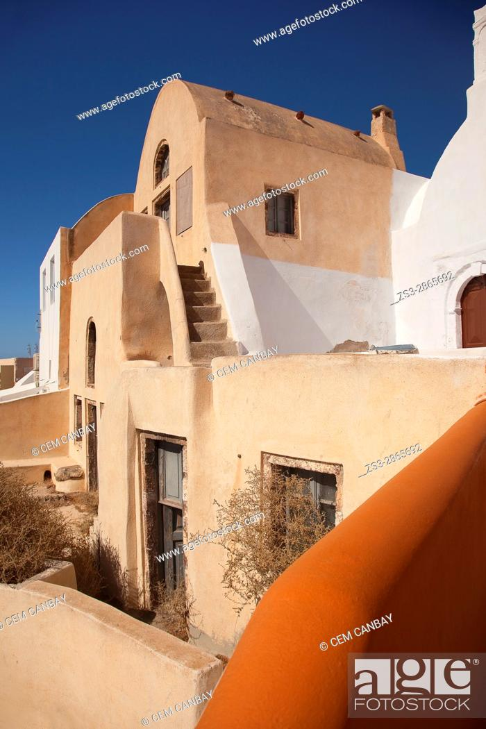 Stock Photo: Typicall Cyclades house by the cliff in Oia village, Santorini, Cyclades Islands, Greek Islands, Greece, Europe.