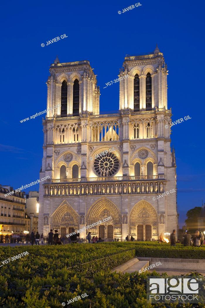 Stock Photo: Nightfall in Notre Dame, Paris, Ile-de-france, France.
