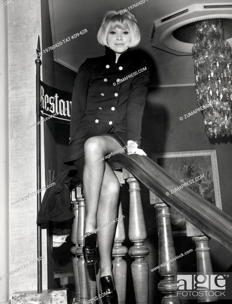 Imagen: Feb. 4, 1968 - Rome, Italy - Actress MIREILLE DARC sitting on the bannister during a press conference to promote her latest film, 'Summit.