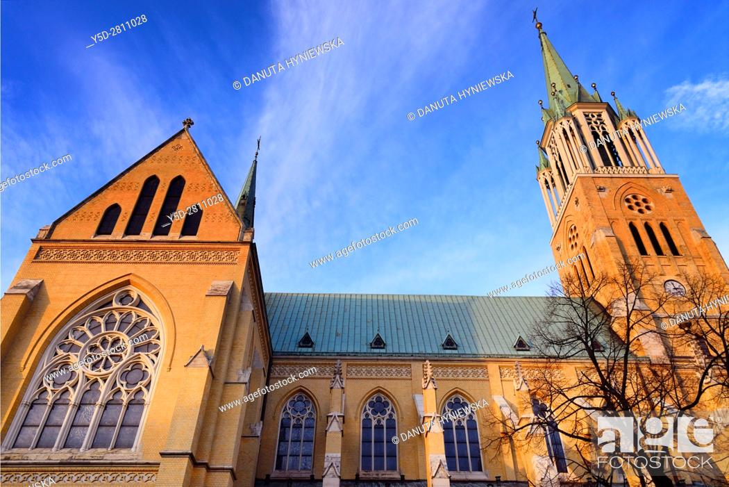 Imagen: Archcathedral Basilica of St. Stanislaus Kostka in Lodz, Bazylika archikatedralna sw. Stanislawa Kostki w Lodzi, naved basilica is based on the Ulm Minster in.