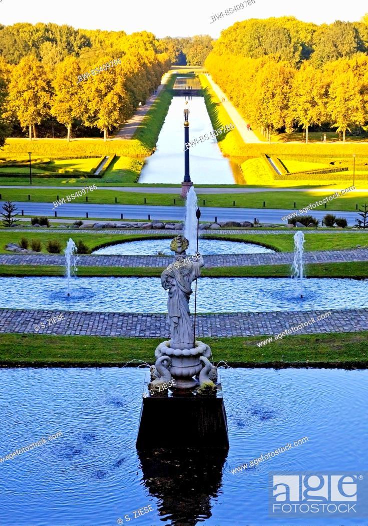 Stock Photo: Neuer Tiergarten in Kleve with sculpture Neuer Eiserner Mann, Germany, North Rhine-Westphalia, Lower Rhine, Cleves.