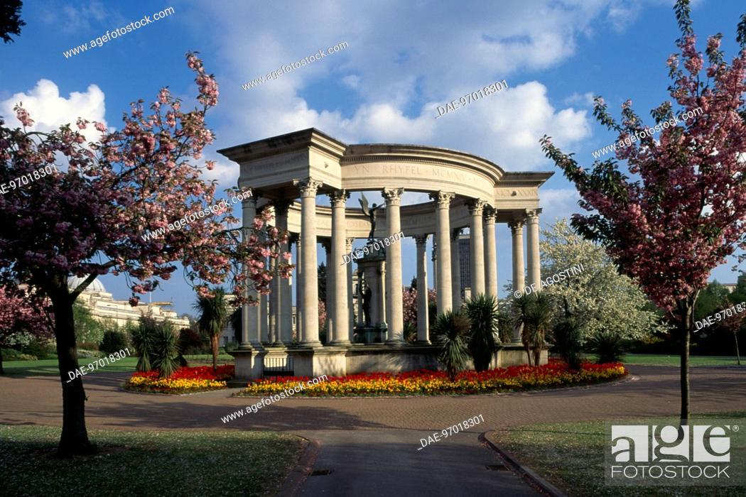 Stock Photo: War Memorial, Cathays Park, Cardiff, Wales, United Kingdom.