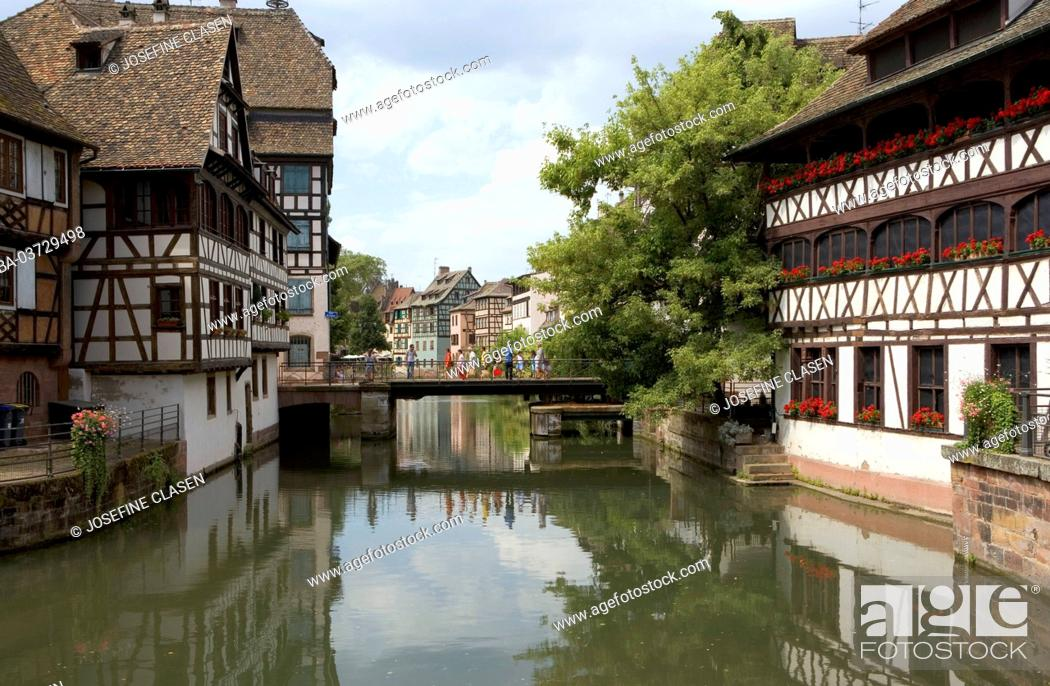 Stock Photo: Strasbourg, La Petite France, former quarter of the tanners, miller and fishermen, half-timbered houses from the 16th and 17th century, Bridge over Ill,.