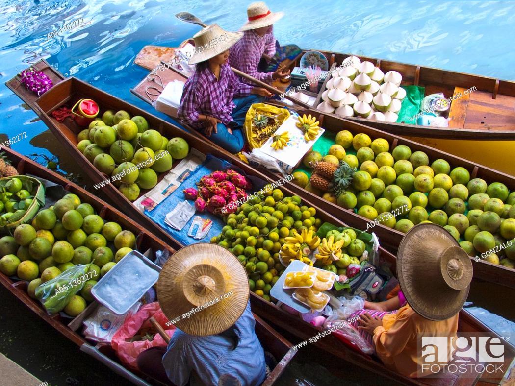 Stock Photo: Fruit seller in the Damnoen Saduak floating market, 100 km away from Bangkok Thailand.