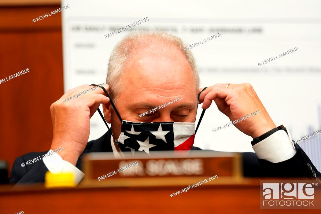Photo de stock: United States House Minority Whip Steve Scalise (Republican of Louisiana) adjusts his protective face mask at the start of a House Select Subcommittee on the.