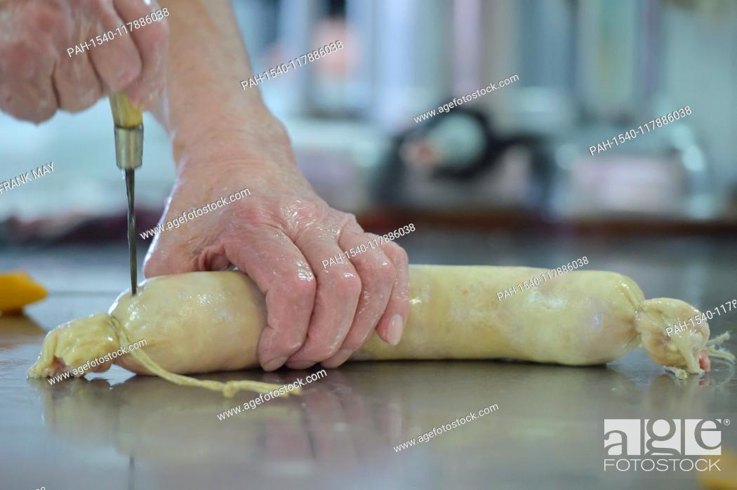 Stock Photo: Home slaughtering - making sausage, Germany, city of Lindewerra, 01. March 2019. Photo: Frank May   usage worldwide. - Lindewerra/Thüringen/Germany.