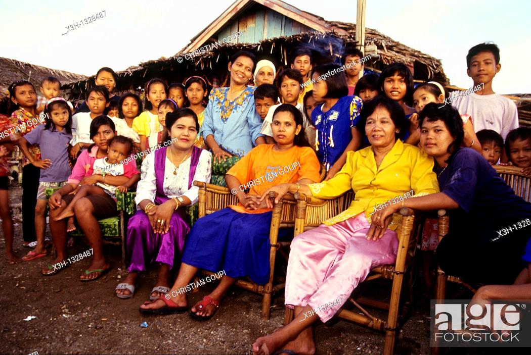 Stock Photo: family, Sumatra island, Republic of Indonesia, Southeast Asia and Oceania.