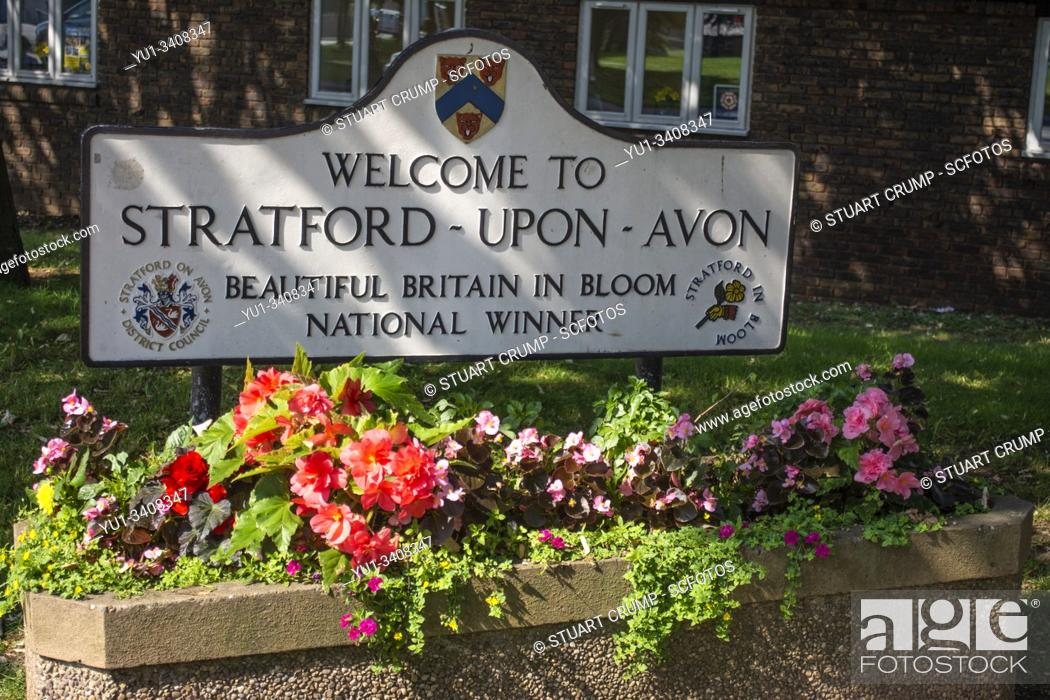 Stock Photo: Welcome sign to the town of Stratford-Upon-Avon above a flower bed.