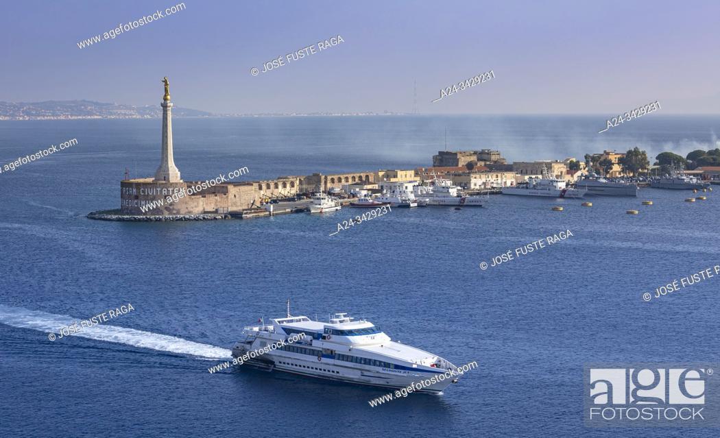 Imagen: Italy, Sicily Island, Mesina City, Lighthouse, Mesina Strait.